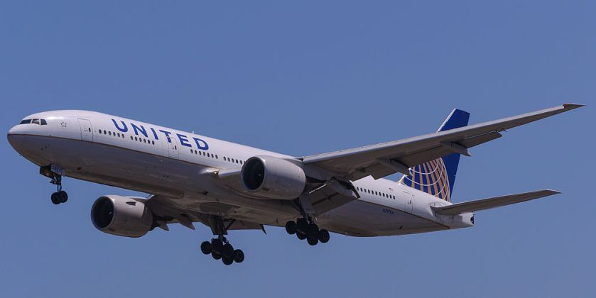 1024px-United_Airlines_777_N797UA