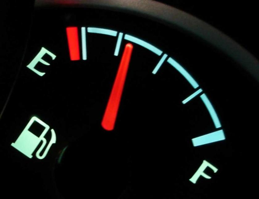 fuel-gauge_100382139_l