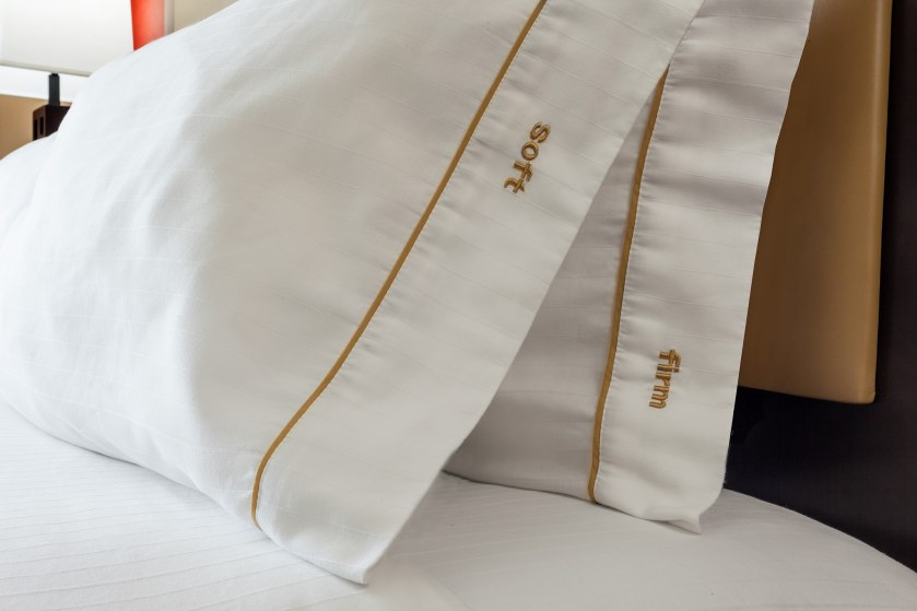 Holiday_Inn_Express_Anchorage-HIE_PillowDetail_SoftFirm_(2)