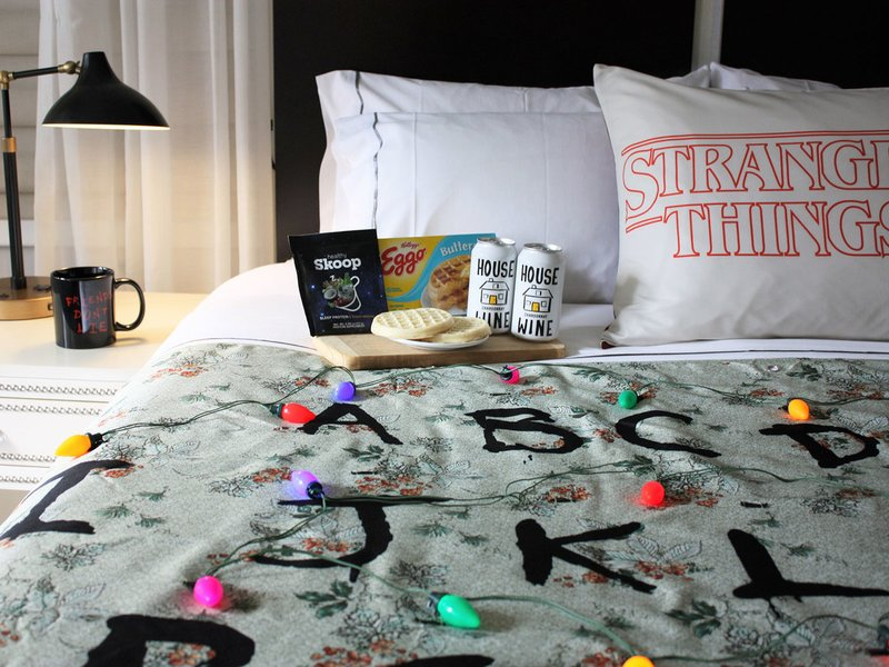 """Stranger Things"" Themed Hotel Room Unveiled in NYC Hotel"
